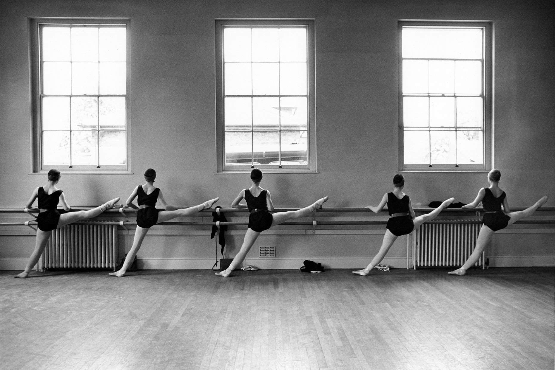 Dancers-at-the-Barre